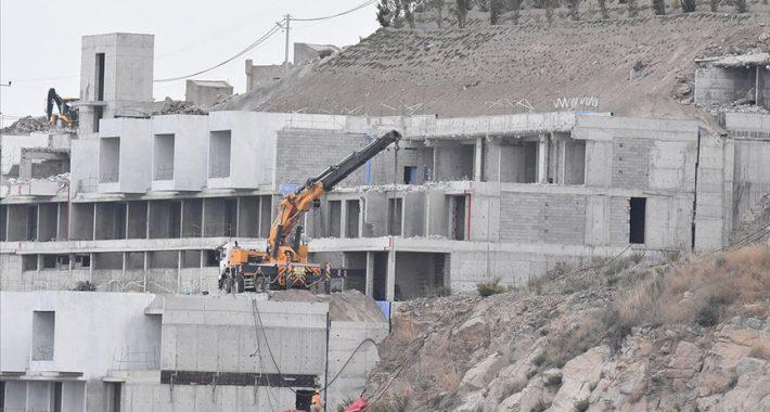 Aralarında lüks otellerinde bulunduğu 499 kaçak yapı yıkıldı!